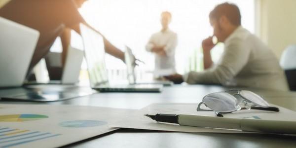 بكالوريوس في الأعمال التجارية (مع مرتبة الشرف) في نظم المعلومات التجارية
