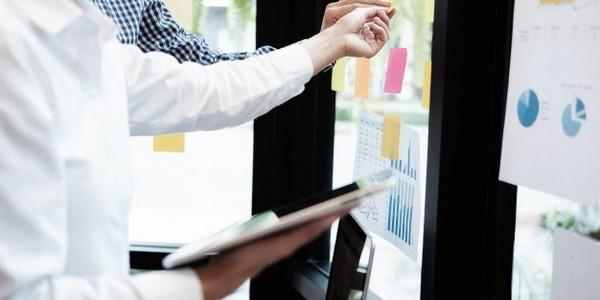 بكالوريوس في إدارة الأعمال (التسويق) (مع مرتبة الشرف)