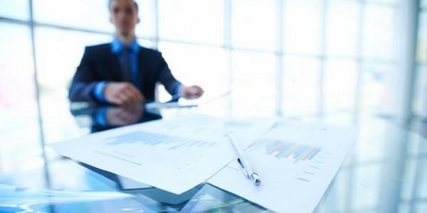 بكالوريوس في إدارة الأعمال (مع مرتبة الشرف)